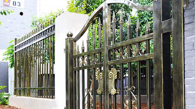 怎么鉴别铝艺大门装饰的材质特性?