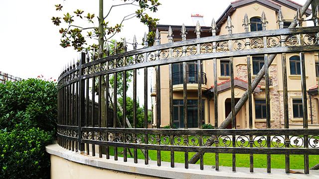 固格澜栅分享别墅铁艺围墙护栏的注意事项!