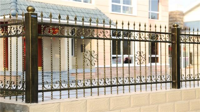 别墅铁艺围墙护栏在安装时的注意事项?