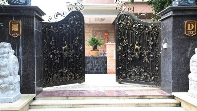 阐述别墅铁艺大门会有哪些工艺的装饰?