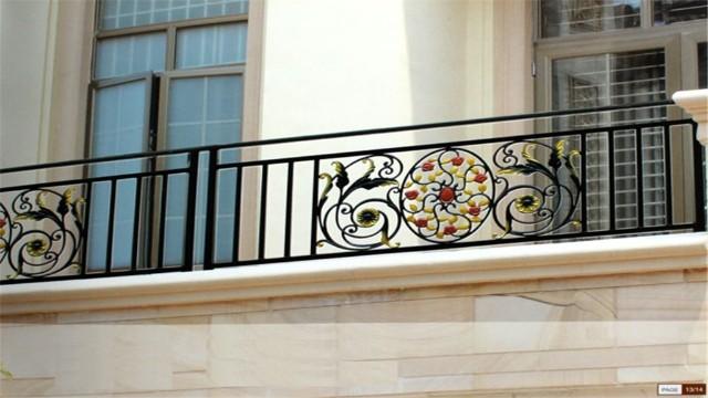 合格的铁艺阳台护栏需要具备哪些特征呢?