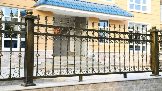 铁艺围墙别墅栏杆安装方式的差异