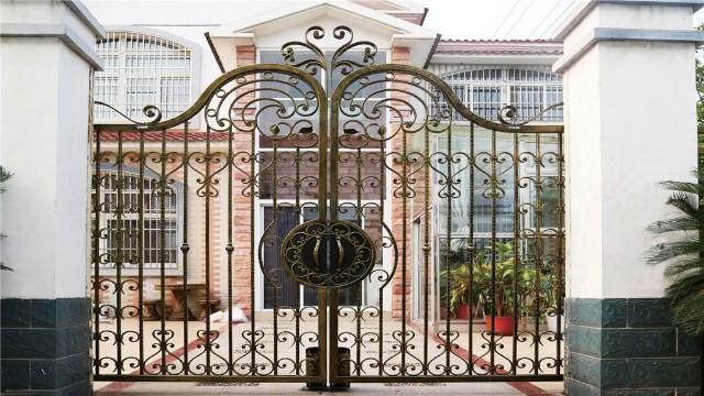 怎样的铁艺庭院大门比较符合现代装修呢?