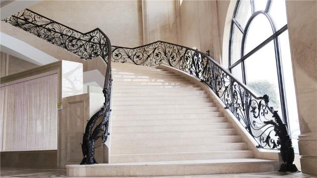 为大家讲解一下铁艺楼梯扶手的保养与维护