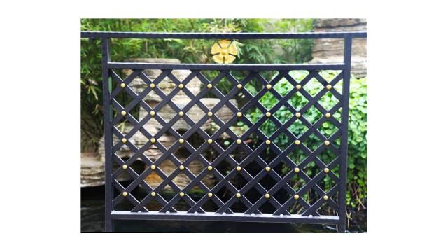 阳台护栏要怎么选择呢?