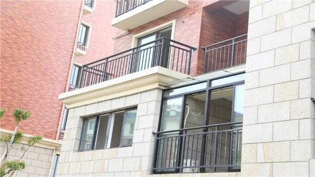 你知道什么锌钢阳台护栏不容易生锈吗?