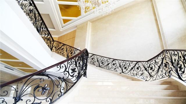 如何安装铁艺楼梯扶手?