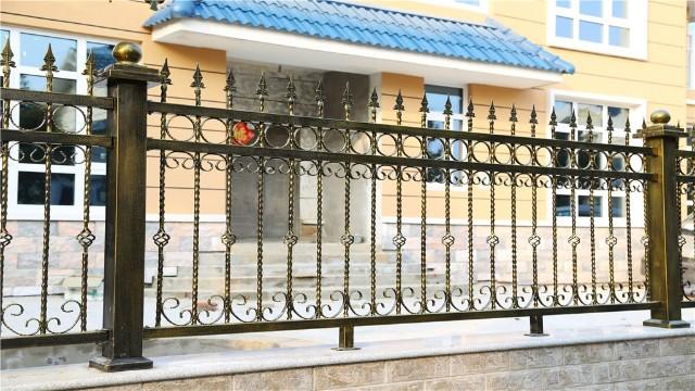铁艺庭院围墙栏杆的适用性