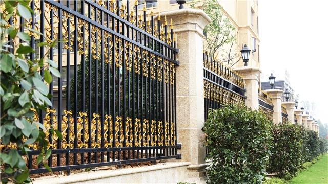 庭院围墙栏杆什么样的材质好