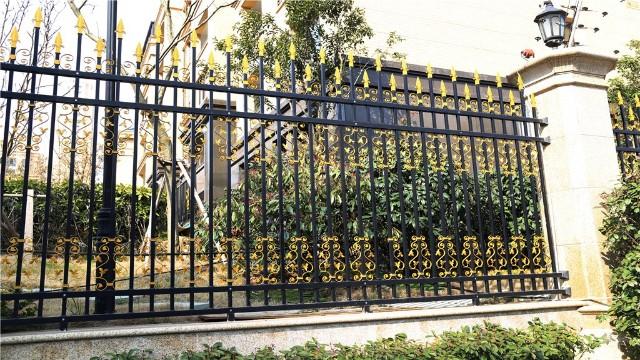 锌钢围墙护栏为什么这么受欢迎呢?