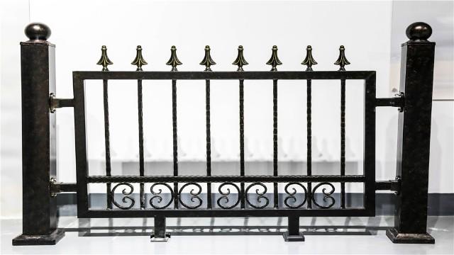 为什么别墅围墙护栏的高度差距会这么大?