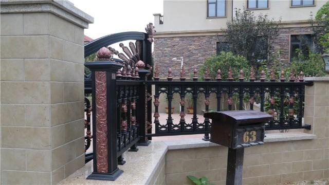 铝艺围墙护栏对比其他护栏,有什么优势?