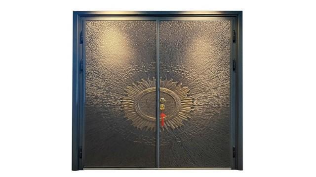 你知道别墅铜门和别墅铸铝防爆门的区别有哪些吗?