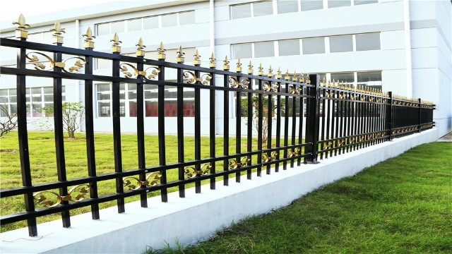 为什么锌钢围墙栏杆这么受人欢迎呢?