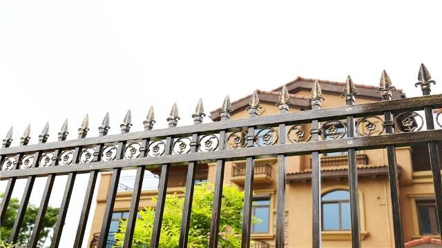 锌钢围墙别墅护栏的特点以及优势
