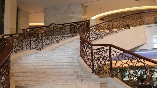 铁艺螺旋楼梯扶手的受力分析与应用