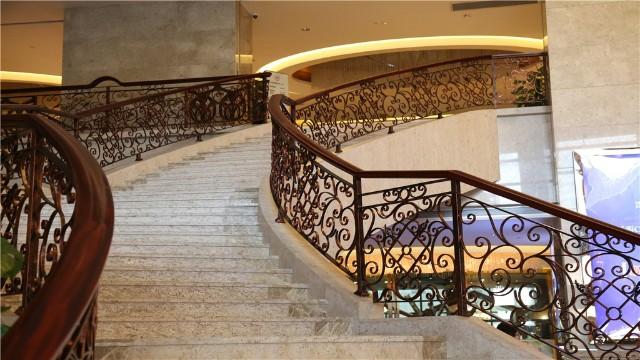 铁艺螺旋楼梯扶手分类有哪些?