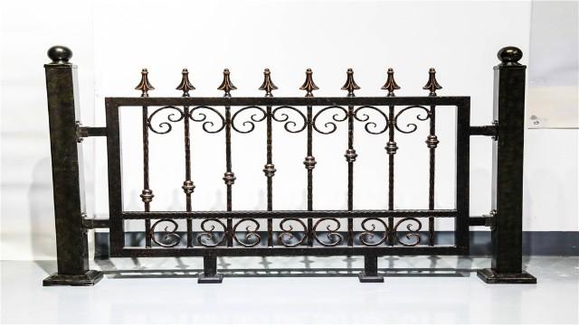 铁艺围墙护栏生锈以后的处理方法