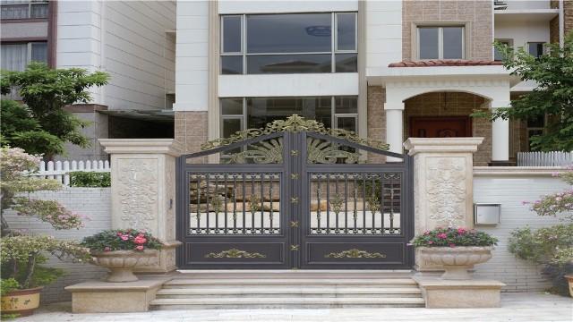 铝艺庭院大门对比铜门和铁艺门的不同之处