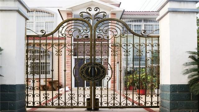 铁艺庭院大门美观与实用兼备