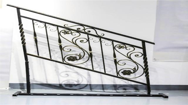 铁艺楼梯扶手给人一种向上延伸的视觉美感