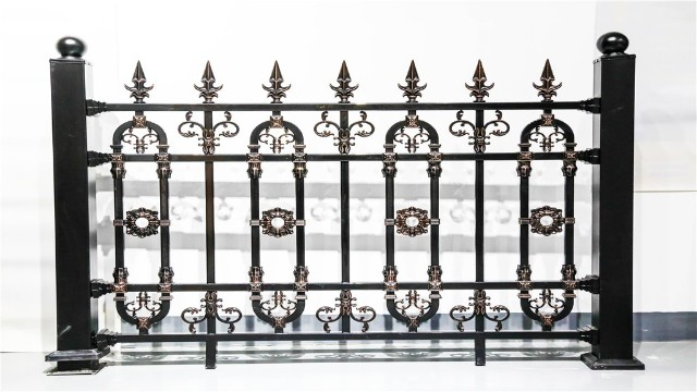 铝艺别墅大门与别墅围墙护栏如何搭配?