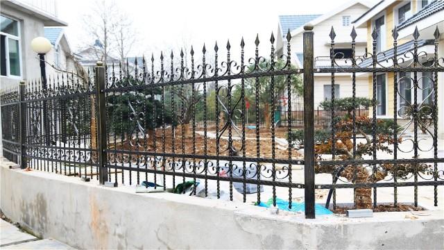 铁艺围墙护栏为什么会替代了砖混围墙?