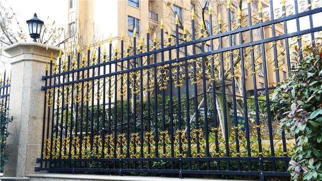 锌钢围墙护栏的喷涂工艺有什么优点?