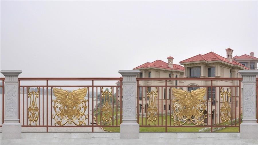 住宅的阳台防护栏杆,应该选择什么样子的呢?