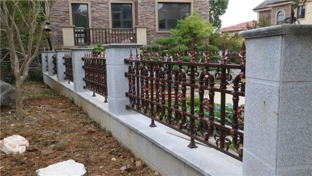 集美观与实用于一体的欧式铝艺护栏