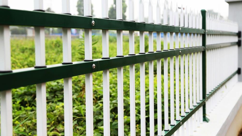 固格澜栅三横杆锌钢护栏 厂区围墙锌钢护栏 学校锌钢防护围栏