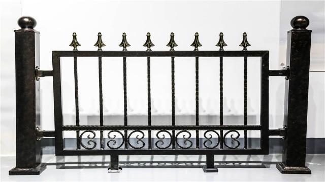 铁艺栏杆不同于不锈钢栏杆的这些点你知道吗?